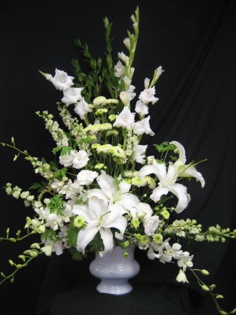 Corbeille de fleurs. Avec tout mon respect! FCO-16