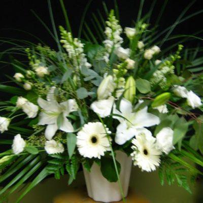 Corbeille en fleurs. Avec un grand respect