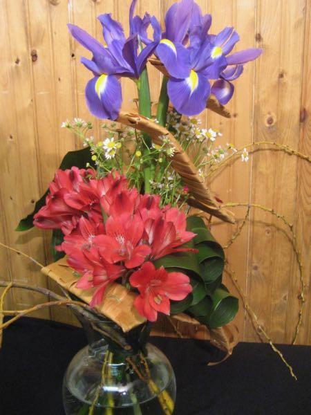 bouquet structur fleurs de mai aes 22 aux pens es fleuries. Black Bedroom Furniture Sets. Home Design Ideas