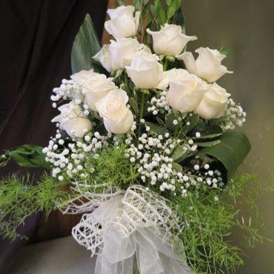Bouquet de fleurs roses blanches. Plein de sagesse ! AE-29